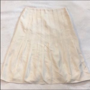 Akris cream color skirt great condition see size